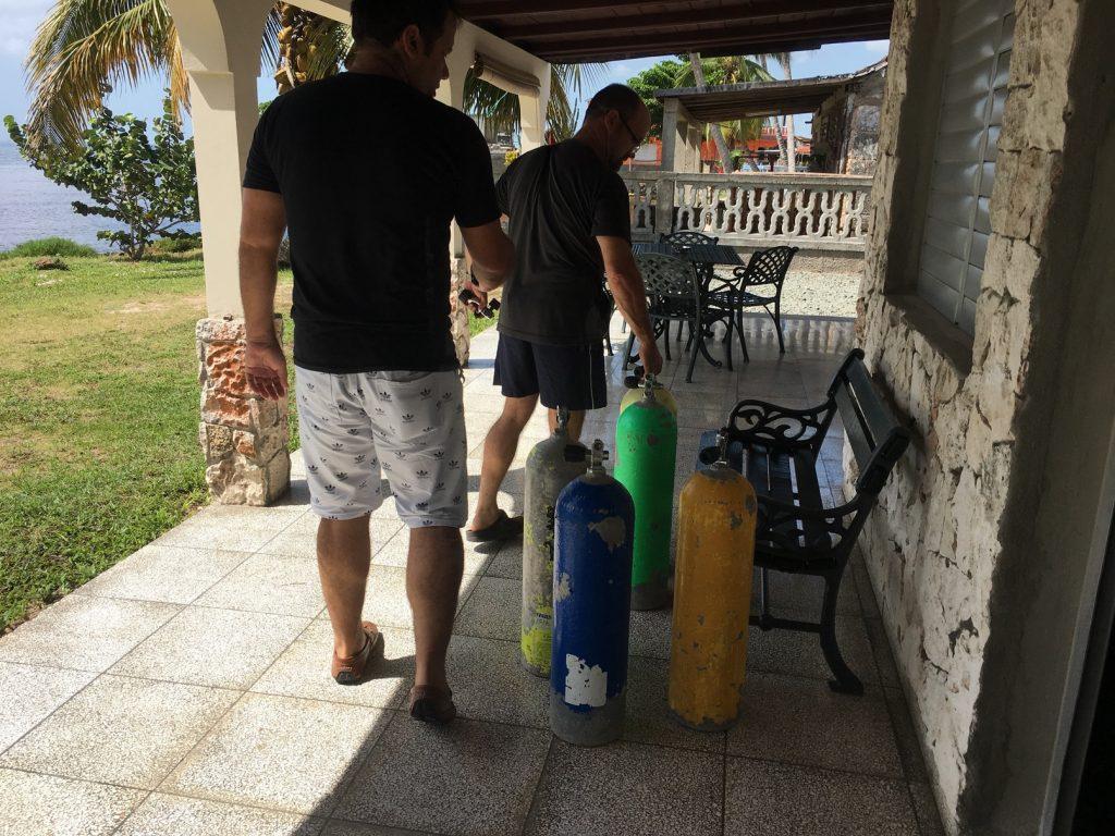 , Playa Larga, Cuba // Matanzas // Cienaga de Zapata // Diver House: Casa El Buzo – Osnedis – Habitacion Azul // Airbnb Review