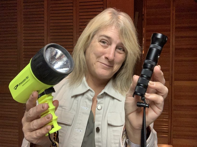 , Review of Kraken Sports NR-1200 Lumens LED Dive Light // Diving Torch Performance // Perfect Travel Dive Light