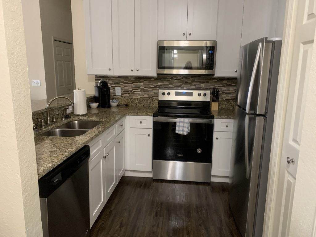 , Charming Jacksonville Beach 1BR Apt w/ Parking // Jacksonville Beach Florida // Airbnb Review