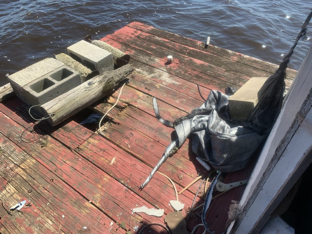 , Abandoned Houseboat on the St. Johns River // Derelict Vessel Woes // It Sunk at Our Dock